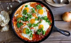 Shakshuka is a common breakfast dish in Israel and Tunisia. Sprinkle shakshuka with feta and parsley and serve with pitas, for dipping. Lunch Recipes, Vegetarian Recipes, Cooking Recipes, Healthy Recipes, Simple Recipes, Weeknight Recipes, Weeknight Dinners, Egg Recipes For Dinner, Cooking Bread