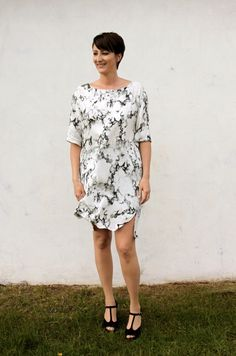 Combine a couple of your favorite dress patterns and you have yourself a fine new FrankenDress. For this one I've used my latest crush - t...