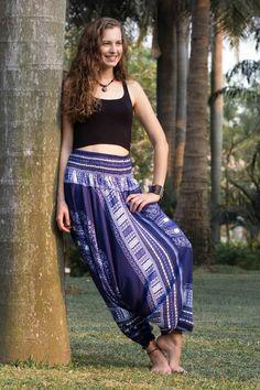 Foto Calça Thai Azul Uma escolha elegante e sofisticada.  Este estilo de calça também pode ser usado como vestido, o que traz ainda mais charme e delicadeza na hora de usá-la.  http://www.calcathai.com/collections/calca-thai