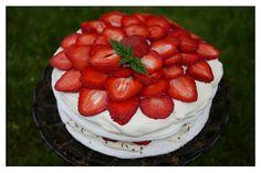 Amy's piece of cake: Marängtårta med färska jordgubbar och lemoncurd