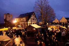 Weihnachtsmarkt auf der Wartburg in Eisenach. Weihnachten auf Burgen und Schlössern in Thüringen.