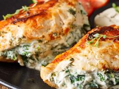 Packed with healthy nutrients, this spinach stuffed chicken is a great option for dinner. Cheese Stuffed Chicken, Cream Cheese Chicken, Spinach Recipes, Chicken Recipes, Whole Beef Tenderloin, Keep Recipe, Dinner Recipes, Stuffed Peppers, Salad