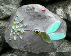 """Stained Glass Garden Rocks. dragonflyrocks,com. I saw a different pin telling how to make mosaic-covered """"rocks"""". I like this esthetic MUCH better... now I'm motivated!"""