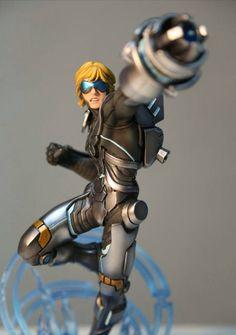 Ezreal action figure from League of Legends Universe