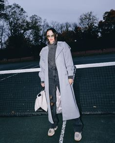Fashion blogger jessica wang wears a monochromatic gray outfit for fall 2020. Visit Notjessfashion.com to get this casual fall outfit. All you need is a gray trench coat, chunky turtleneck sweater, gray ripped jeans, and sneakers. Complete the outfit with westward leaning sunglasses and a white shearling handbag. #falloutfits #falltrends #outfitinspo Grey Trench Coat, Trench Coat Outfit, Casual Fall Outfits, Chic Outfits, Next Clothes, Clothes For Women, Cashmere Sweater Dress, Turtleneck, Faux Shearling Jacket