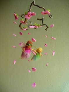 Fairy Infant Mobile I could perhaps try this. Without the fairies, but certainly the petals and flowers and using a real branch Wet Felting, Needle Felting, Felt Angel, Waldorf Crafts, Felt Mobile, Felt Fairy, Fairy Dolls, Felt Toys, Felt Flowers
