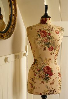 Floral mannequin ~ Pretty!