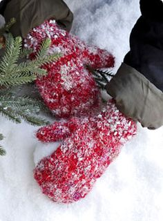 red mittens in winter Winter Looks, I Love Winter, Winter Fun, Winter Snow, Winter Time, Winter Season, Merry Christmas, Country Christmas, All Things Christmas