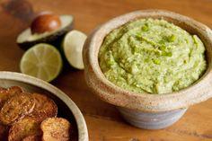 """L'avocado è ricchissimo di grassi """"buoni"""" e di sostanze antiossidanti e cardioprotettive. È il protagonista indiscusso della ricetta di oggi. Noi ne mangeremmo a quintali   www.lifegate.it"""