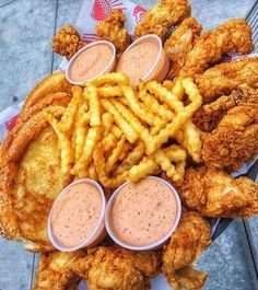 Food Porn🍟❤️ shared by 𝖕𝖗𝖎𝖓𝖈𝖊𝖘𝖘 ♡ on We Heart It Comida Disney, Food Goals, Aesthetic Food, Food Cravings, Junk Food, I Love Food, Soul Food, Food Porn, Food And Drink