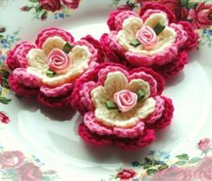 Crochet Flowers Pink and Cream Roses por AnnieDesign en Etsy
