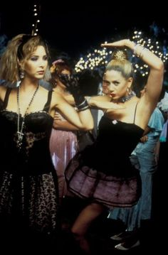 SA Fashion Girl: Fashion in Film - Romy and Michele's High School Reunion Movies Showing, Movies And Tv Shows, Romy And Michelle, School Reunion, Out Of Touch, Prom Pictures, Moving Pictures, Halloween Disfraces, Thing 1