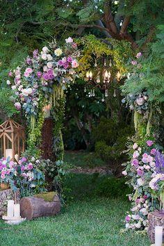 Disney Princess Look - Sleeping Beauty Disney Weddings Enchanted Forest Wedding, Enchanted Forest Decorations, Dream Garden, Beautiful Gardens, Wedding Decorations, Wedding Ideas, Wedding Themes, 1920s Wedding, Butterfly Decorations