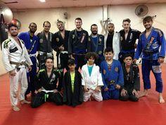 Mais um treino de jiu jitsu com essa galera sinistra...  parabéns galera   muito orgulho da evolução de vcs.. oss