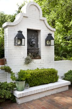 An English Garden in Montgomery The white-painted brick wall dividing patio from driveway has a lion Brick Wall Gardens, Brick Garden, Balcony Garden, Garden Paths, Black Brick Wall, White Brick Walls, Outdoor Wall Fountains, Outdoor Walls, Patio Design