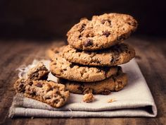 beurre, oeuf, sucre, vanille, farine, chocolat noir, sel, levure chimique Protein Cookies, Healthy Cookies, Oatmeal Chocolate Chip Cookie Recipe, Perfect Chocolate Chip Cookies, No Flour Cookies, Cookies Et Biscuits, Oat Cookies, Cookie Dough Vegan, Paleo Snack