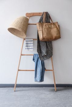 clothes / things ladder-- If hooks were added it would be great as a hall tree Entry Nook, Amber Interiors, House Entrance, Cool Items, Decoration, Interior And Exterior, Ladder Decor, Home Furniture, Sweet Home