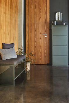 Un meuble à chaussures vert cèdre, Alinea Marie Claire, Armoire Ikea, Banquette, Tall Cabinet Storage, Furniture, Home Decor, Green Shoes, Shoe Shelve, Industrial Style