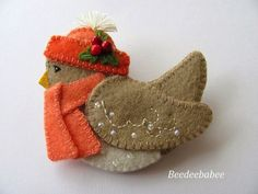 felt birds Felt Bird Pin / Felt Bird Brooch Hi! This little snow bird is nice and warm in her matching hat and scarf! She measures 2 across from her head to her tail, and Felt Crafts, Fabric Crafts, Sewing Crafts, Christmas Crafts, Sewing Art, Diy Crafts, Felt Christmas Decorations, Felt Christmas Ornaments, Christmas Christmas