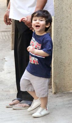 Taimur Ali Khan spotted in a blue baby t-shirt, paired with grey shorts. Taimur Ali Khan, Saif Ali Khan, Baby Boy Dress, Baby Suit, Cute Girl Outfits, Baby Boy Outfits, Blue Suit Men, Star Kids, Cute Baby Photos