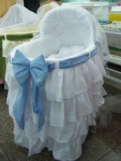 ¿Cómo hacer un moisés para tu bebé? Míralo aquí, gracias a este tutorial que hoy recuperamos. ¡Trucos bienvenidos!