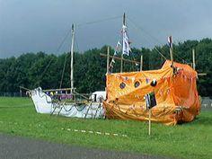 Boot op het droge.  Met bouwbeschrijving http://www.scoutquest.com/nl/scout/tech/pio/bouwwerken/boot-op-land.pdf