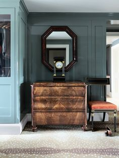 Elizabeth Metcalfe collects her favourite wall panelling ideas, from traditional wooden panels to cabin-style cladding, as well as quirkier options featuring trompe l'oeil, bright colours, and interesting patterns. Wooden Panelling, Wooden Wall Panels, Decorative Wall Panels, Wooden Walls, Wall Panelling, Black Slate Floor, Dark Wooden Floor, Wall Cladding, Cladding Ideas