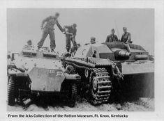 leichte Gepanzerte Munitionskraftwagen Sd.Kfz.252 & Stug III