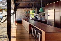 Solución 332: claves para un quincho con estilo industrial - ESPACIO LIVING Abandoned Warehouse, Warehouse Conversion, Interior And Exterior, Real Estate, Table, Furniture, Home Decor, Interiors, Ideas