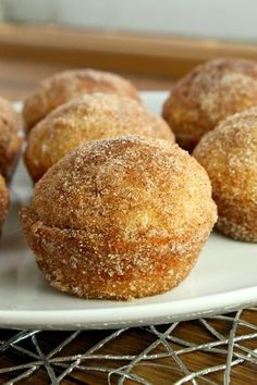 "Keto Muffins- The Classic Cinnamon ""Sugar"" Donut Style! Love the low carb lifestyle? These keto muffins are for you. Great for breakfast or as a quick snack approved , like those amazing little classic cinnamon ""sugared"" donuts! Donut Muffins, Donuts Keto, Keto Cookies, Keto Cupcakes, Low Carb High Fat, Low Carb Keto, Low Carb Recipes, Fat Bombs Low Carb, Diet Recipes"