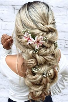 33 Wedding Hairstyles With Flowers wedding hairstyles with flowers cascading half up half down on blonde hairspray_studio Quince Hairstyles, Formal Hairstyles For Long Hair, Cool Hairstyles For Girls, Wedding Hairstyles For Long Hair, Elegant Hairstyles, Bride Hairstyles, Hairstyle Ideas, Retro Hairstyles, African Hairstyles