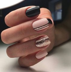 Nail art brillant, pailletéchic et élégant pour des soirées.