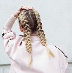 How to Create a Dutch Braid Hairstyles ? (with Picture Tutorial)