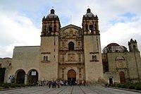 El Templo de Santo Domingo de Guzmán de la ciudad de Oaxaca de Juárez (México) es un ejemplo de la arquitectura barroca novohispana. Los primeros proyectos de construcción del edificio datan del año 1551, en que el Ayuntamiento de la Antequera de Oaxaca cedió a la Orden Dominica un total de veinticuatro lotes para la construcción de un convento en la ciudad. Sin embargo, no fue hasta el año 1608 en que el conjunto conventual de Santo Domingo fue inaugurado, aun sin concluir.