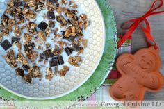 Oh my, oh my...this HOLIDAY PALEO GINGERBREAD CEREAL screams festivity with the gingerbread blend of spices!