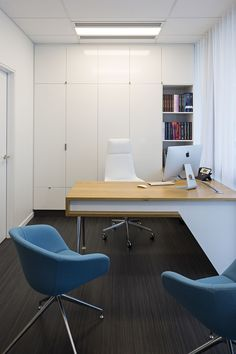 Cool desk but how bout this color n material combo for laminate cabinets in exam rooms?