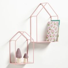 Set of 2 Sonale House-Shaped Wall Shelves La Redoute Interieurs Set of 2 Sonale metal wall shelves. These shelves shaped like houses are so lovely, you'll want to have them fit all the decorative styles in your. Inside Decor, Home Decor Furniture, House Shelves, Childrens Furniture, Shelf Cover, Home Furnishing Accessories, Shelves, Wall Shelves, Metal Shelves