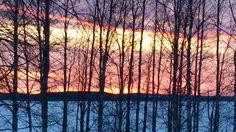 Punertava taivas ja sinertävä maa