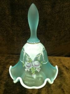 glass bell MY mom loves bells she collects them Fenton Glassware, Vintage Glassware, Cut Glass, Glass Art, Love Bells, Ring My Bell, Fairy Lamp, Bottle Vase, Carnival Glass