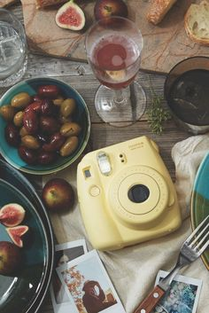 Instax camera has intrigued me, by having a printed photo instantly. Now, to go and contemplate getting one. Instax Camera, Fujifilm Instax Mini 8, Instax 8, Polaroid Camera Pictures, Polaroid Cameras, Instant Print Camera, Cool Room Decor, First Thanksgiving, Tumblr Photography