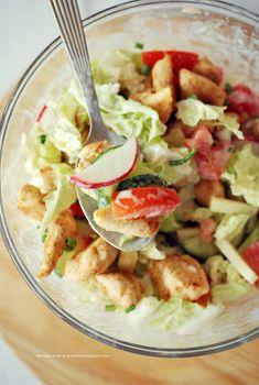 Moje Dietetyczne Fanaberie: Sałatka z kurczakiem i słodkim jogurtowym sosem Healthy Food Blogs, Healthy Recipes, Healthy Lifestyle, Clean Eating, Healthy Eating, Delicious Dinner Recipes, Tasty Dishes, Salad Recipes, Food Porn
