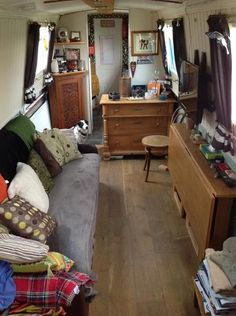 Tkal Kah O Nel is an all steel NB built by Mike Heywood in 1990 and completely set up for her new owners to move on board. Barge Interior, Rv Interior, Canal Barge, Canal Boat, Slow Boat To China, Narrow Boats For Sale, Narrowboat Interiors, Houseboat Living, Japanese Interior
