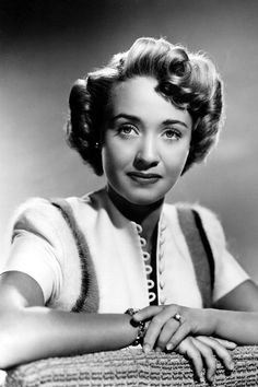 Golden Age Of Hollywood Actresses Today, Beautiful Jane Powell. Old Hollywood Actresses, Old Hollywood Style, Hollywood Icons, Hollywood Fashion, Hollywood Actor, Golden Age Of Hollywood, Hollywood Glamour, Hollywood Stars, Classic Hollywood