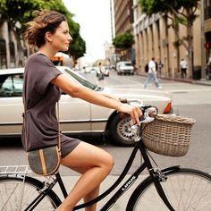 bikesandgirlsandmacsandstuff:  (via Show Me a Bike: Bikes in the City)
