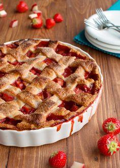 Клубнично-яблочный пирог с кремом маскарпоне
