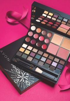 It's time to get holiday gorgeous with the new Avon Makeup Studio Palette #AvonRep