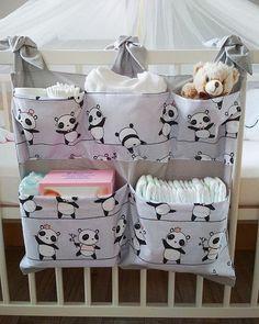 Panda – breite Tasche für Wickeltisch / Kinderbett – Bébés et soins de bébé - Babyzimmer Junge Baby Room Diy, Baby Boy Rooms, Baby Bedroom, Baby Room Decor, Quilt Baby, Baby Sewing Projects, Baby Crafts, Baby Patterns, Kids And Parenting