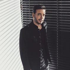 Oğuzhan Koç Wallpaper ❤ Turkish Pop, Vampire Diaries, Dog Tag Necklace, Celebs, Singer, Stars, Boys, Celebrities, Baby Boys