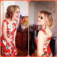 """ВЕСТИ С ПОЛЕЙ  Прямо сейчас вы можете увидеть, как мастера бьюти-кейтеринга @club57980642 (Beauty catering Peggy Sue) наводят красоту и готовят к съёмке для журнала Lamoda победительницу конкурса #lamoda_peggysue_8 девушку-весну с ником @olyashokolad!  Следите за новостями в """"Инстаграм"""" #lamodaru #lamania #lookbook #look #magic #model #makeup #nice #blond #cute #hair #shoes #look #style #fun #fashion #shop #shoes #stars #happy #hairstyle"""