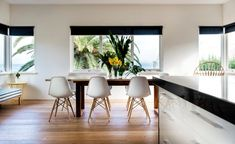 Coastal chic style in a contemporary Cottesloe stunner - The West Australian Dulux Whisper White Dulux Whisper White, Dulux White, Living Room Paint, Living Room Kitchen, Arch Interior, Interior Design, Paint Color Schemes, Wall Colors, Paint Colours